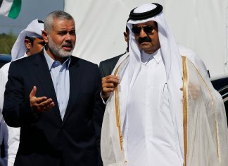 Hamas Prime Minister Haniyeh and the Emir of Qatar. Foto Facebook