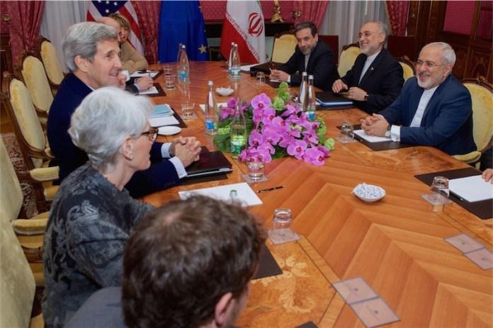 Amerikanische Diplomaten treffen sich einmal mehr mit ihren iranischen gegenüber, um bei einer weiteren Meinungsverschiedenheit zu kapitulieren. Foto U.S. Department of State.