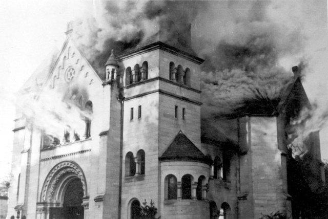 Brennende Synagoge von Baden-Baden. Foto Yad Vashem