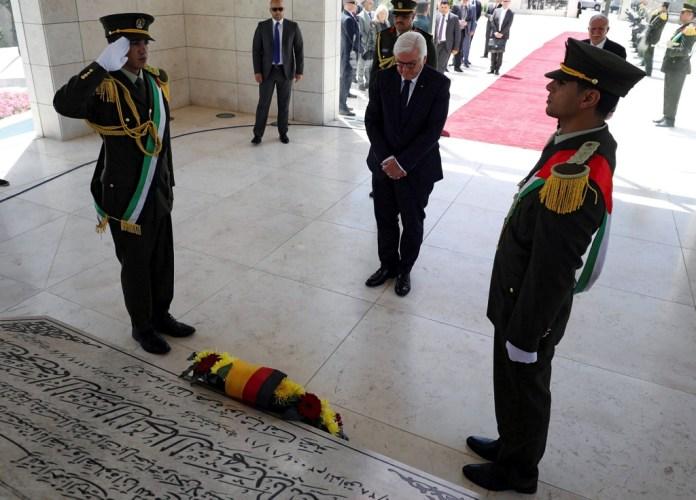 Steinmeier legte als erster deutscher Bundespräsident einen Kranz am Grab von Jassir Arafat nieder. Foto Facebook / Aleqtisady / Youm7