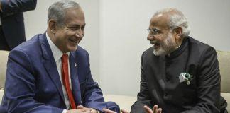 Ministerpräsident Benjamin Netanyahu mit dem indischen Ministerpräsidenten Narendra Modi, während der COP21 UN-Klimakonferenz in Le Bourget, ausserhalb von Paris am 30. November 2015. Foto Amos Ben Gershom / GPO