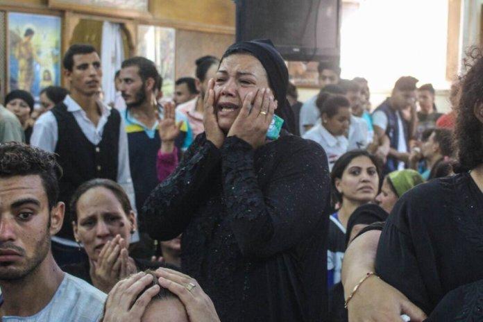 Beerdigung der Opfer des Massakers an Christen die unterwegs zum Kloster St. Samuel in al-Minyia waren. Foto Twitter / Mary Rizk
