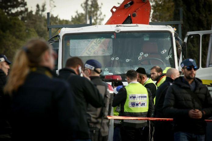 Im Janaur 2017 wurden 4 Israelis getötet und 16 verwundet, als ein palästinensischer Terrorist mit eine Bus in Gruppe Menschen fuhr. Foto Sebi Berens / Flash90