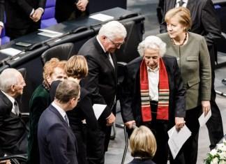 Die 92-jährige Holocaust-Überlebende Anita Lasker-Wallfisch (Mitte) hielt die Gedenkrede im deutschen Bundestag. Foto Bundesregierung/Denzel