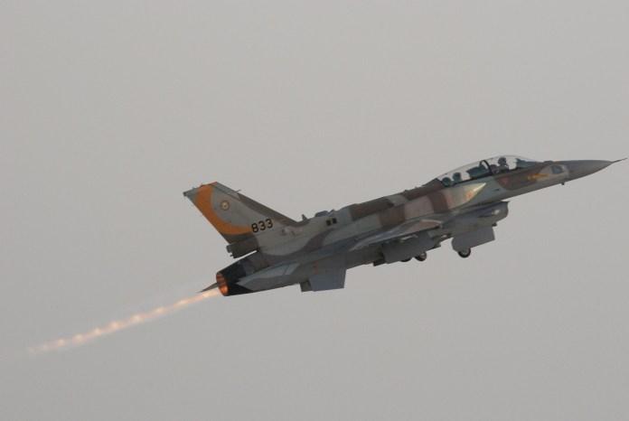 Eine Lockheed Martin F-16I Soufa hebt während der 156. Abschlussfeier der IDF/AF-Flugschule ab. Foto Tsahi Ben-Ami/Flash 90