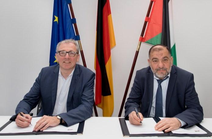 Oberbürgermeister Dr. Peter Kurz (SPD) und Taysir Abu Sneine, der Bürgermeister der Stadt Hebron. Foto hebron-city.ps