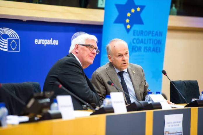 Links: Mitglied des Europäischen Parlaments Bas Belder von der Fraktion der Europäischen Konservativen und Reformer. Rechts: Gründer und Vorsitzender der ECI Tomas Sandell. Foto Facebook / ECI