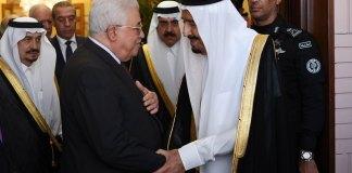 Der Präsident der Palästinensischen Autonomiebehörde, Mahmoud Abbas (links), 7. November 2017 in Riad mit dem saudischen König Salman. Foto Thaer Ghanaim/Wafa
