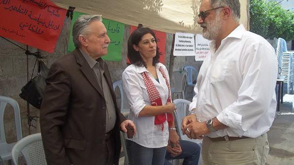 Der Sozialdemokratische Schweizer Ständerat Carlo Sommaruga, setzte sich 2014 für die Freilassung Khalida Jarrar ein und besuchte sie in einem Protestzelt in Ramallah. Foto Samidoun Palestinian Prisoner Solidarity Network