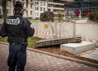 Unbekannte haben am 2. März 2019 in Strassburg ein Denkmal beschädigt, das an die im Jahr 1940 von den Nazis zerstörte Synagoge erinnerte. Foto Claude Truong-Ngoc / Wikimedia Commons - cc-by-sa-4.0, CC BY-SA 4.0, https://commons.wikimedia.org/w/index.php?curid=77034507