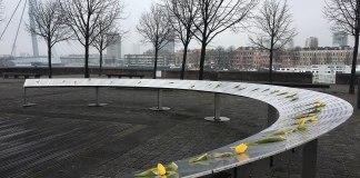 Le Joods Kindermonument (en français, le monument des enfants juifs) est un monument de la commune de Rotterdam, dans la province néerlandaise de Hollande-Méridionale, conçu pour commémorer l'arrestation et la déportation de 686 enfants juifs de la ville, en 1942 et 19432. Foto Hanno Lans, CC0, https://commons.wikimedia.org/w/index.php?curid=56812399