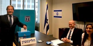 israelischer Botschafter in Neuseeland, gibt seine Stimme am 19. Februar 2020 in Wellington, Neuseeland ab . Foto Twitter / @Yuval_Rotem