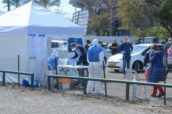 Ein Wahllokal in der Yigal Allon Street in Tel Aviv für israelische Bürger, die wegen der Infizierung mit dem Coronavirus unter Quarantäne stehen. 2. März 2020. Foto Kobi Richter/TPS