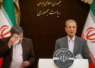 Pressekonferenz vom 24. Februar 2020. Links der stellvertretende iranische Minister für Gesundheit Iraj Harirchi. Foto Fars News Agency, CC-BY 4.0, https://commons.wikimedia.org/w/index.php?curid=87422333