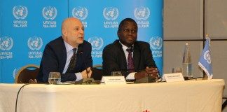 Der Direktor für UNRWA-Angelegenheiten im Libanon, Claudio Cordone (links) und der Direktor für UNRWA-Angelegenheiten in Syrien, Amanya Michael-Ebye. Foto © UNRWA / Maysoun Mustafa