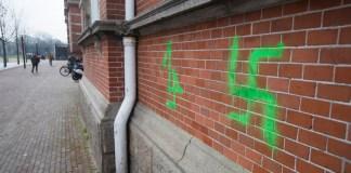 Hakenkreuze und antisemitische Graffiti auf Gebäuden in Amsterdam am 22. Februar 2019. Foto European Jewish Press