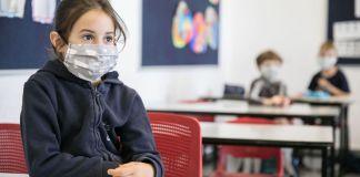 Israelische Schüler tragen Schutzmasken, als sie zum ersten Mal seit dem Ausbruch des Coronavirus am 3. Mai 2020 in die Schule zurückkehren. Foto Olivier Fitoussi/Flash90