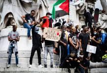 Palästinenser Fahne an der Demonstration gegen Polizeigewalt und Rassismus. Paris 13. Juni 2020. Foto Amaury Cornu / Hans Lucas / imago images