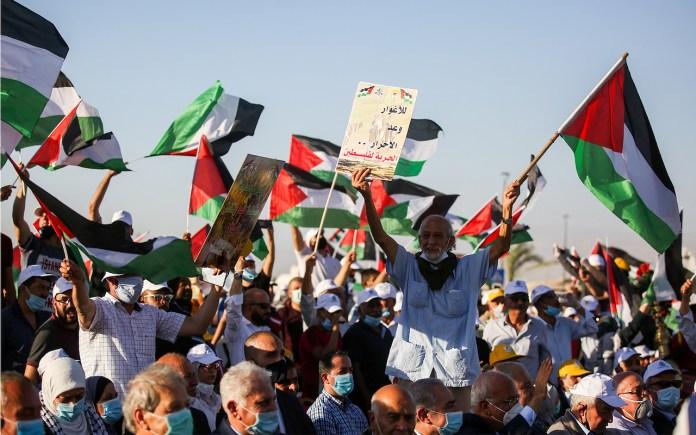 Tausende Palästinenser nahmen am 22. Juni 2020 in der Stadt Jericho im Westjordanland an einer Kundgebung gegen den Plan Israels teil, Teile des
