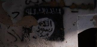Ein verlassener Stützpunkt des Islamischen Staates in der Altstadt von Sinjar im Irak. Foto Levi Clancy, CC0, https://commons.wikimedia.org/w/index.php?curid=82376609