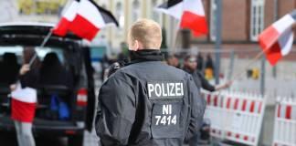Braunschweig, Niedersachsen, am 24.10.2020, NPD-Aufmarsch auf dem Herzogin-Anna-Amalia-Platz hinter dem Schloss. Foto IMAGO / regios24