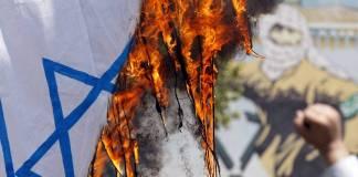 Brennende israelische Fahne. Symbolbild. Foto IMAGO / UPI Photo