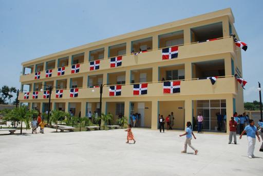 Resultado de imagen para escuelas dominicanas