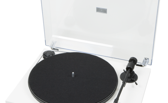 Pro-Ject Primary White, with Dust Cover