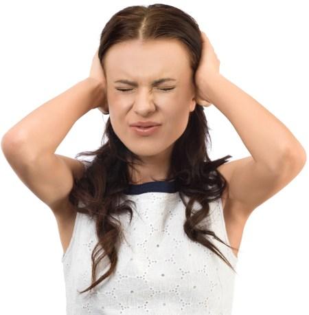 Lärm stört und erzeugt Kopfschmerzen