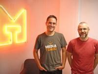 La compañía británica Mediatonic celebra el desarrollo independiente de videojuegos en su oficina en Madrid