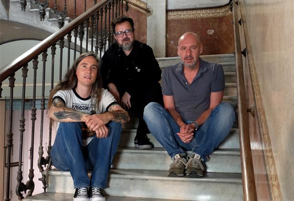 Diego López-Fernández, director del documental, junto a Paco Plaza y Jaume Balagueró