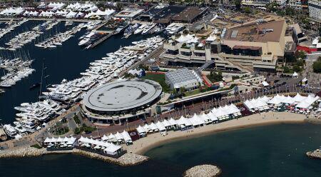 Vista aérea del Palacio de Festivales y mercado de Cannes