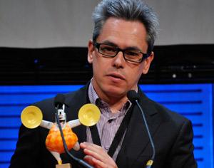 Manuel Cristobal, con el premio al mejor productor europeo de animación.