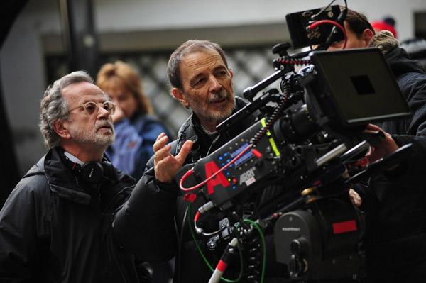 Fernando Colomo y el director de fotografía José Luis Alcaine.