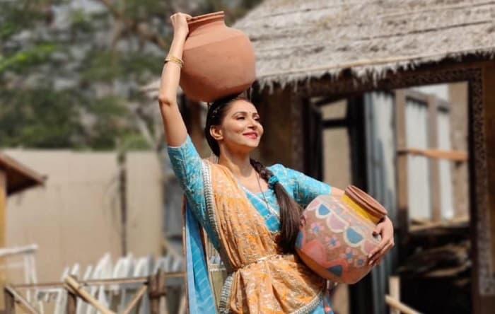 Aye Mere Humsafar cast enjoy an outdoor shoot