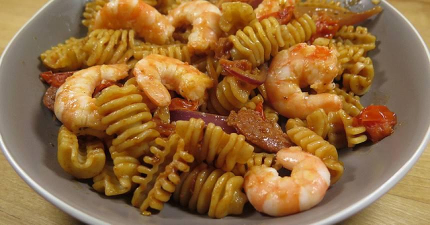 la recette rapide des p 226 tes aux crevettes au chorizo ma p tite cuisine