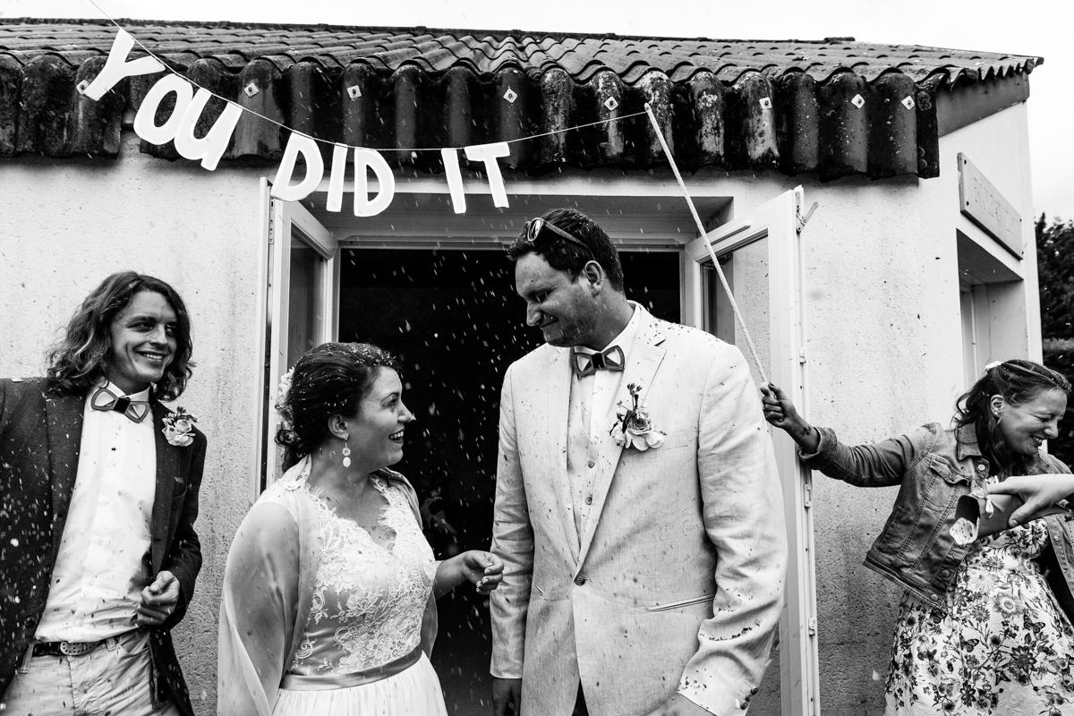 sortie de mairie, you did it, photo de mariage, reportage mariage, audrey guyon, photographe mariage normandie, mariage calvados