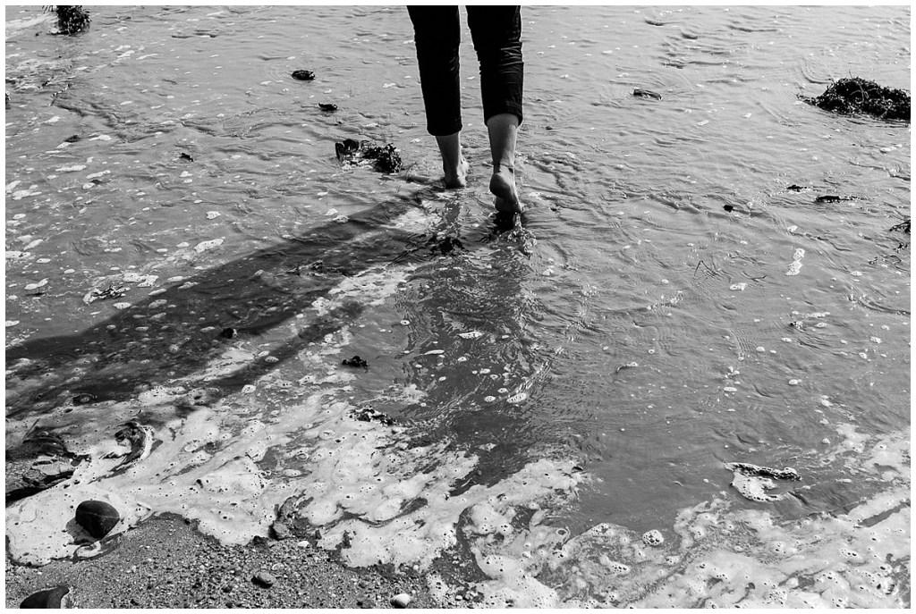 Photos de couple dans la baie du Mont Saint Michel par audrey guyon, photographe professionnelle en normandie