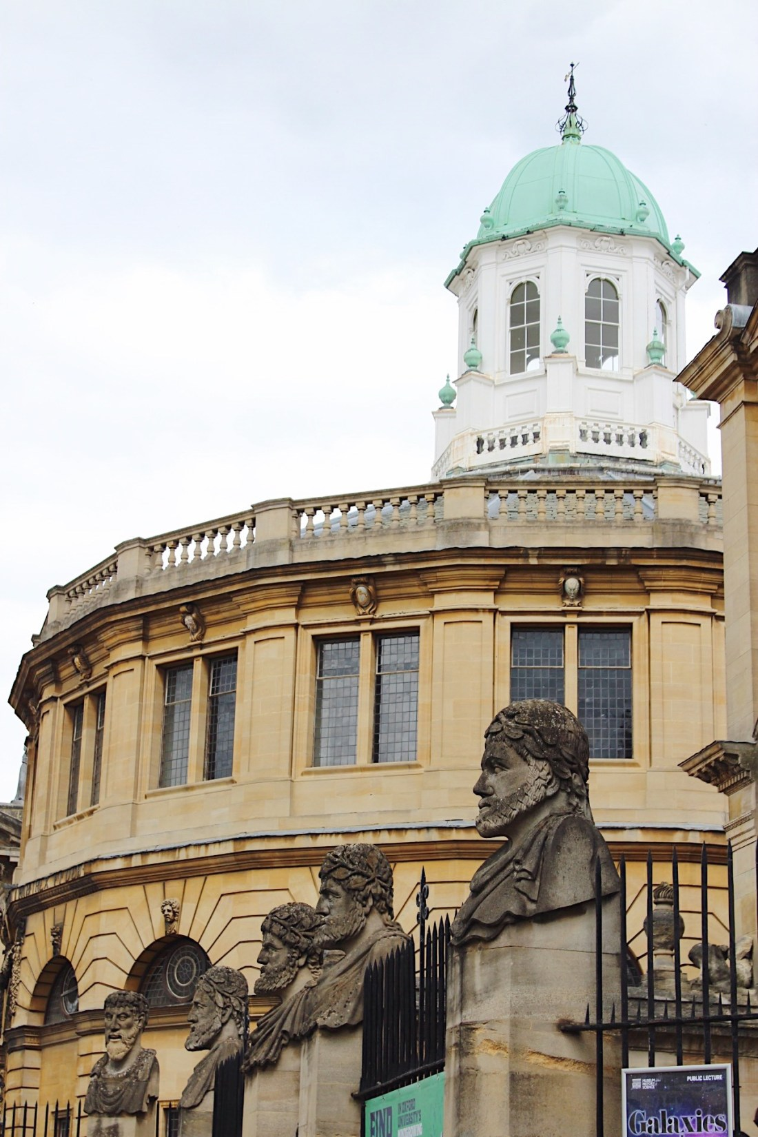 Check out my favorite restaurants and pubs to eat at and my list of best places to see while you're visiting the University of Oxford.