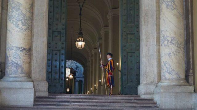 Tagesgeld auszahlen - Vatikan besuchen