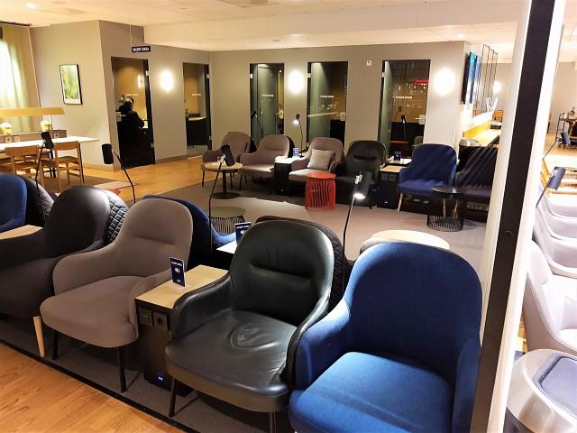 Kabinen zum Arbeiten und Telefonieren in der Lounge