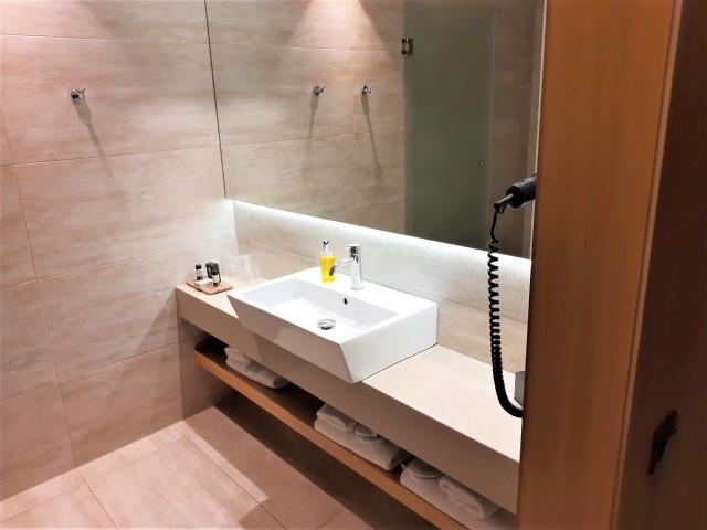 Badezimmer im ibis Styles Heraklion
