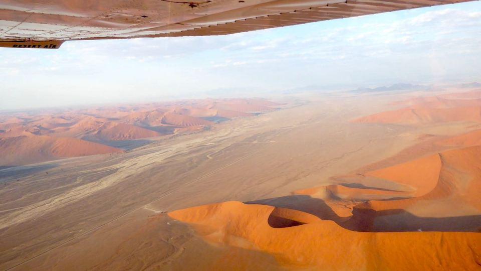 Blick aus der Cessna auf die Wüstenlandschaft von Namibia
