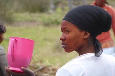 Suedafrika-Bulungula-Xhosa-Frau-pink