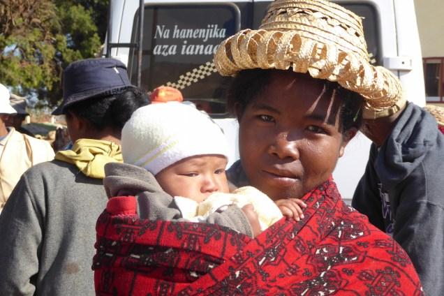 Madagaskar_MädchenmitBaby
