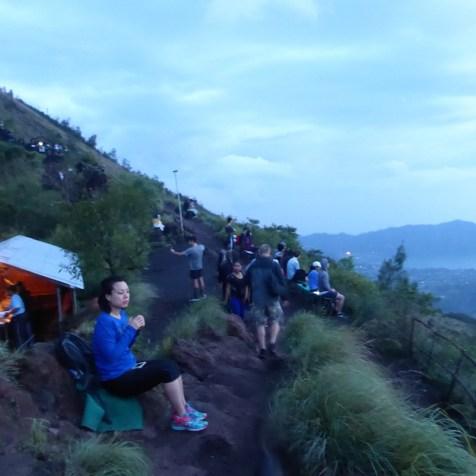 Bali-Batur-Menschen-am-Gipfel