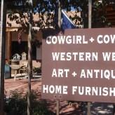 USA-SantaFe-Cowgirl-Schild