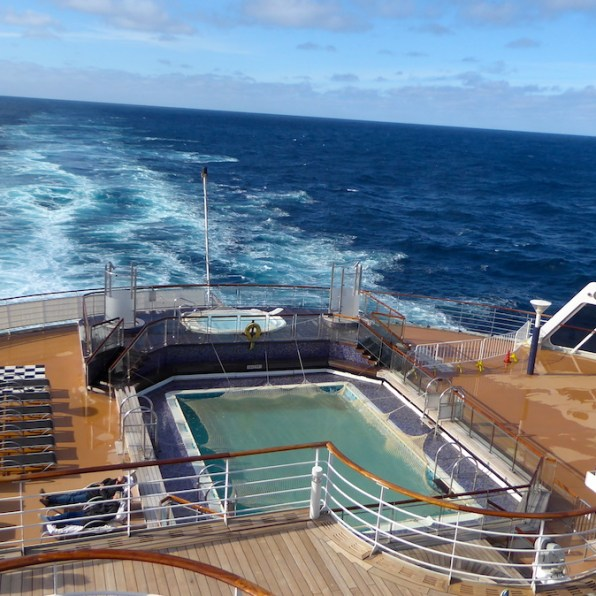 Weltreise-QueenMary2-Deck7-Pool