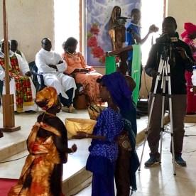 WeltreiseLogbuch-Senegal-Kirche-Saengerin