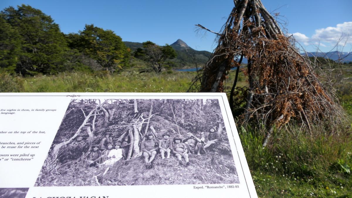 Hütte der Yamana auf der Insel Wuleila
